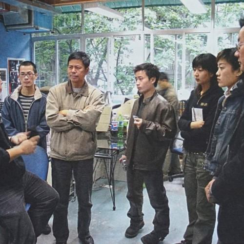 2006年王沂蓬带领工业设计专业学生入厂实习